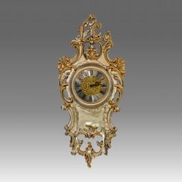 211/SG Orologio da parete in legno Intagliato finitura foglia argento con particolari foglia oro.